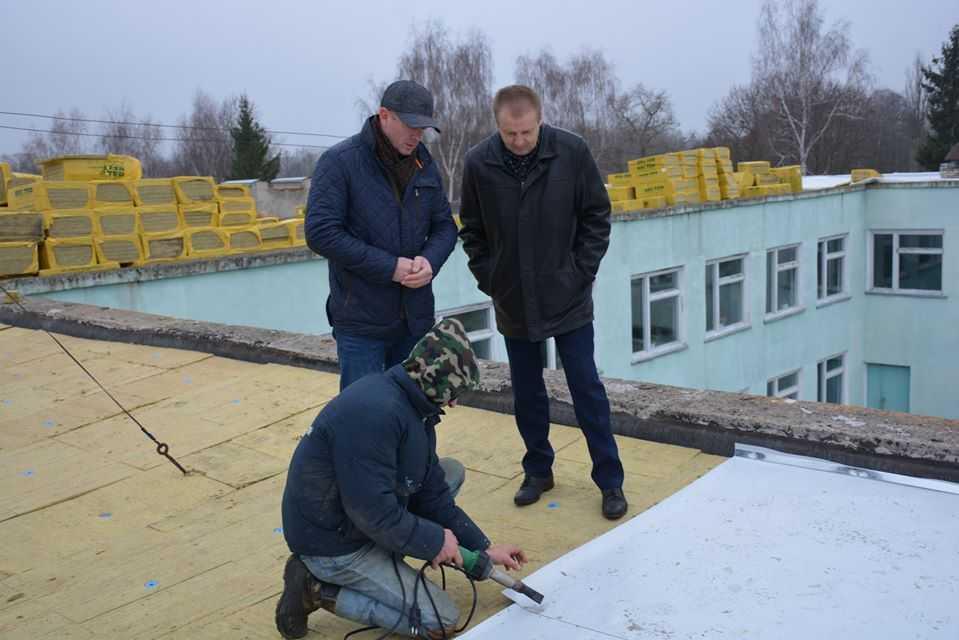В Клишковском учебно-воспитательном комплексе идут работы по ремонту кровли — Игорь Молоток