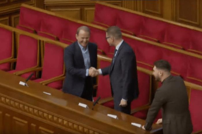 Голова СБУ із захопленням вітається з кумом Путіна – эксклюзивне відео