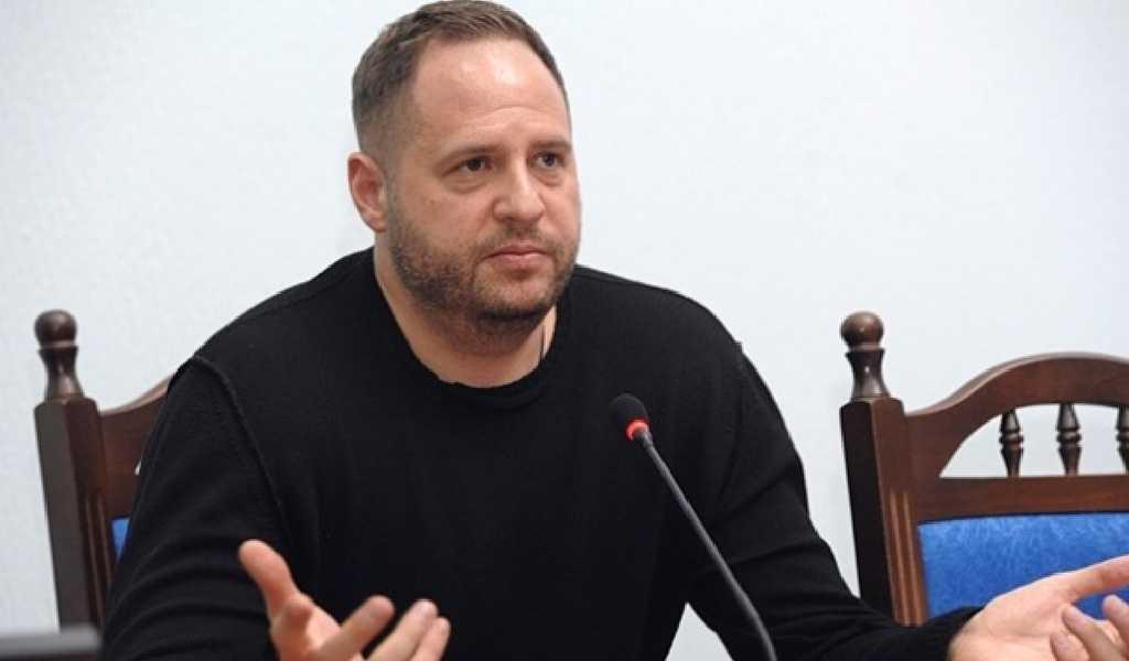 З інтерв'ю Єрмака зрозуміло, як у Зеленського подаватимуть поразку України