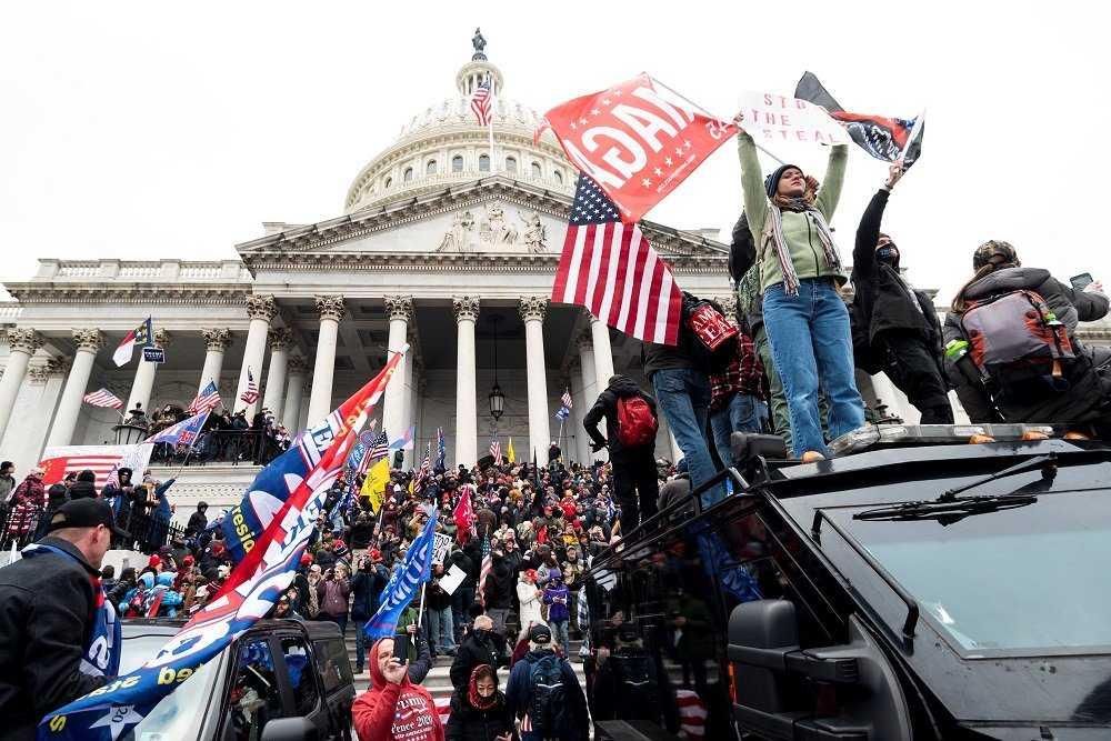 Вашингтонские бунтовщики собирались жечь в Капитолии напалмом