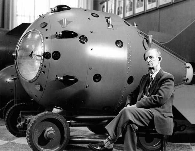 Ученые, атомная бомба и спецслужбы в СССР: в условиях недоверия и секретности