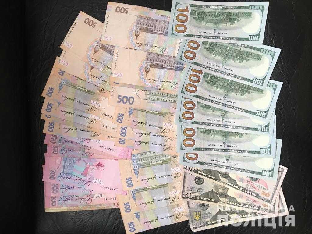 «Збирачі металобрухту» винесли з будинку на Тячівщині 700 доларів і 10 000 грн.